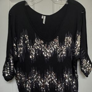 Black 3/4 sleeve shirt with silver detail